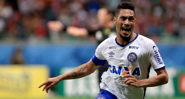 Hernane comemora gol do Bahia