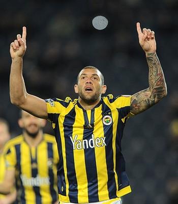 Fernandão atualmente defende o Fenerbahçe (Foto: Divulgação/Fenerbahce)