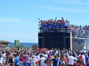 Elenco tricolor faz a festa pelo acesso ( Foto: Max Haack / Ag Haack / Bahia Notícias)