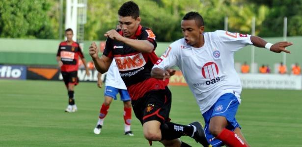 Rogerinho marcou o primeiro gol no triunfo do Bahia sobre o Sport (Foto: Felipe Oliveira/AGIF/AE)