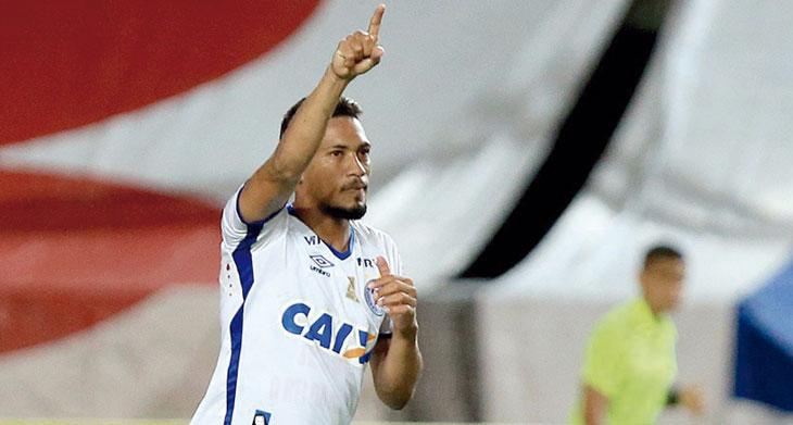 Hernane marcou o segundo gol do Bahia contra o Moto Club