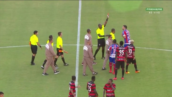 Lucas Fonseca é expulso no Ba-Vi (Foto: Reprodução)