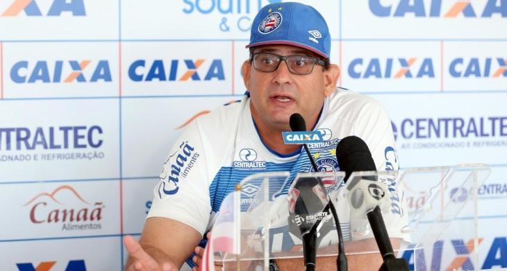Guto Ferreira concede entrevista coletiva (Foto: Felipe Oliveira/Divulgação/EC Bahia)